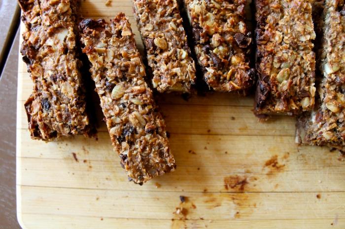 banana nut & seed granola bars // kitschandcamera.com