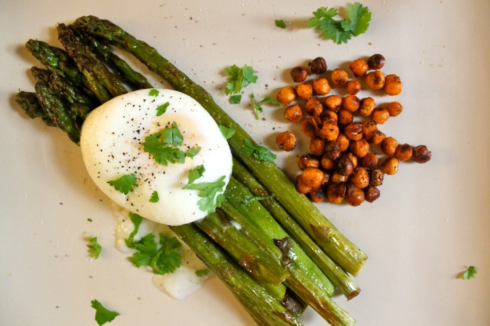 roasted asparagus, poached egg + sriracha chickpeas // kitschandcamera.com
