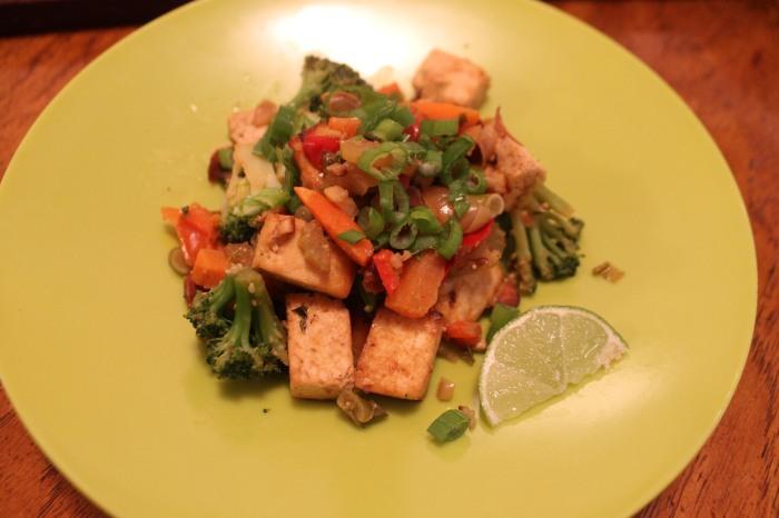ginger tofu & veggie stir-fry // kitschandcamera.com