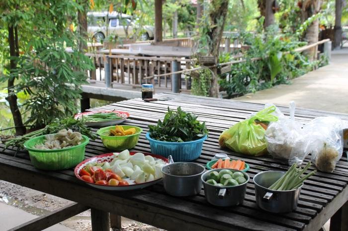 thai cooking // kitschandcamera.com