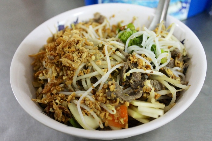 bun bo in hanoi // kitschandcamera.com