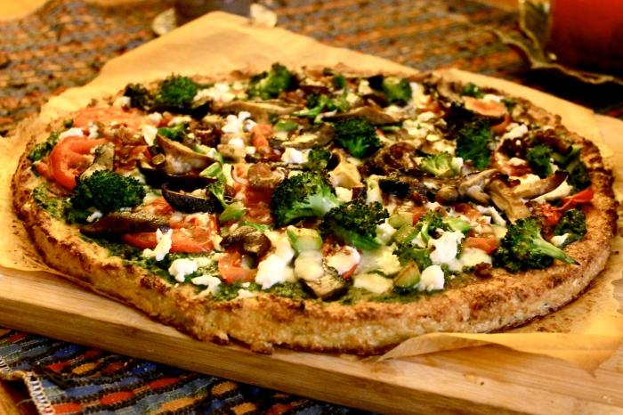 cauliflower pizza crust with kale pesto // kitschandcamera.com