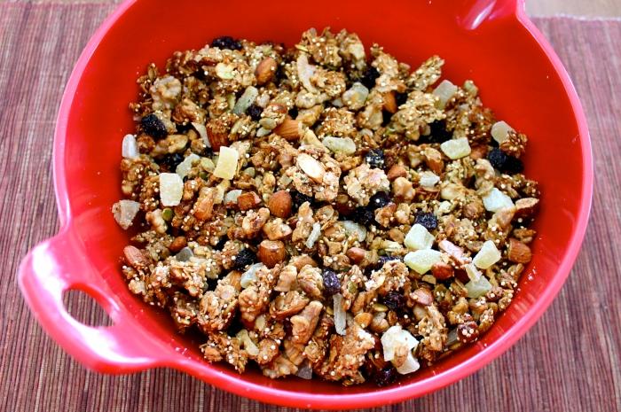 fruit & nut quinoa granola // kitschandcamera.com