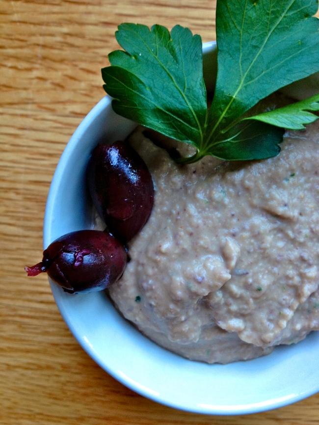 kalamata olive hummus // kitschandcamera.com